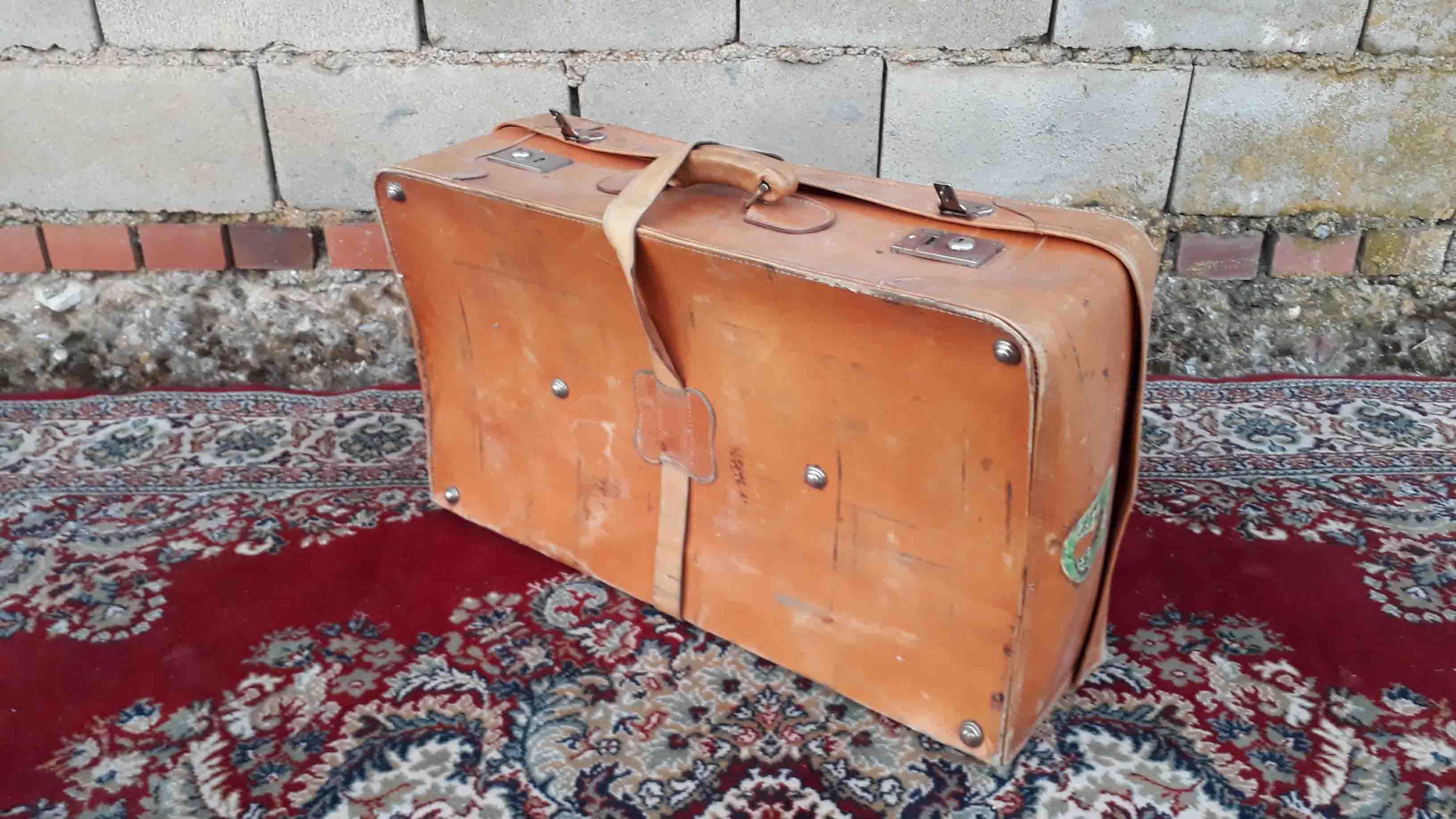 Maleta De Viaje Antigua Vintage Con Pegatinas De Hotel Años 50 El Viejo Odeón