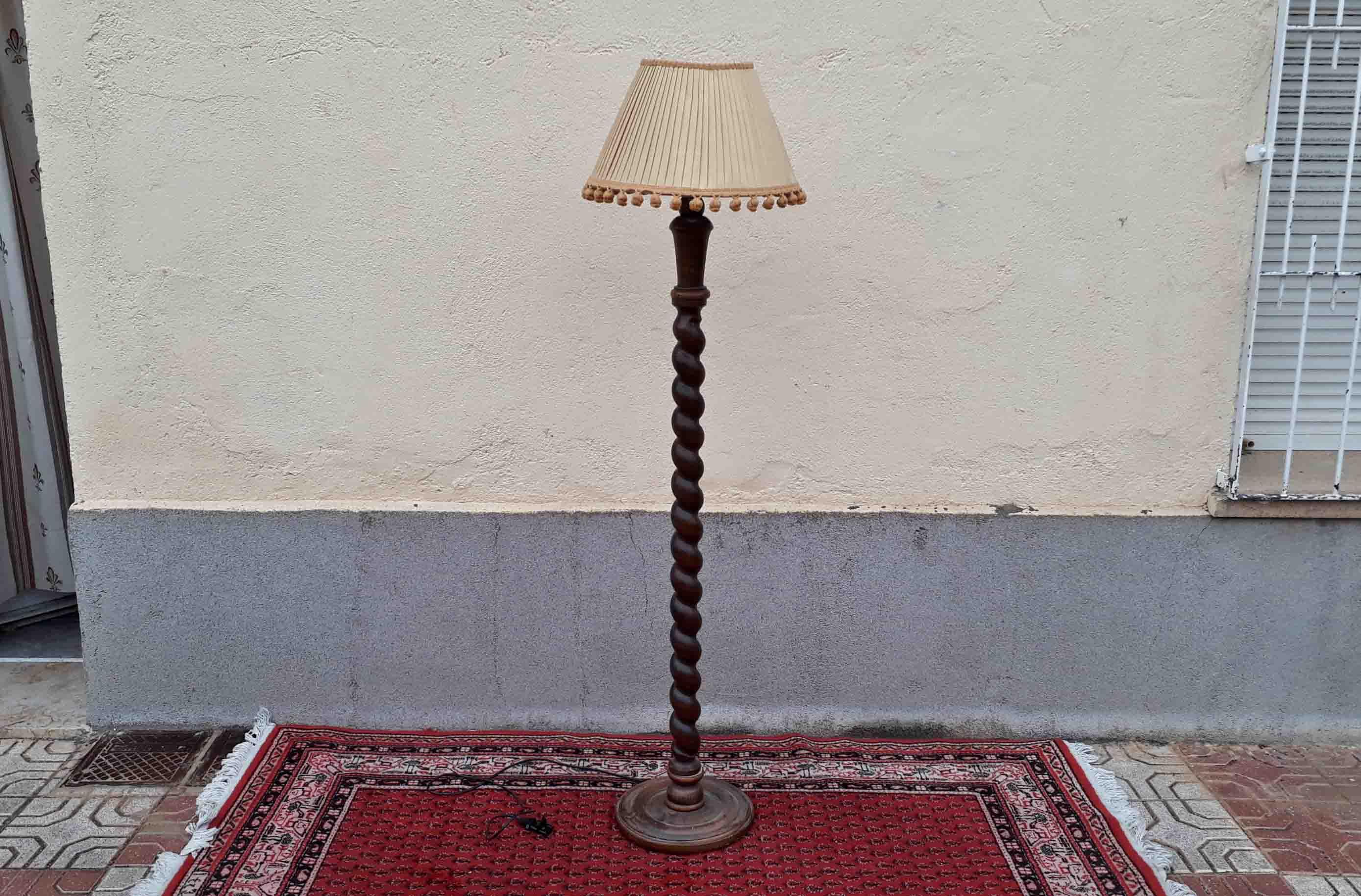 Lámpara De Pié Antigua Columna Salomónica Lámpara De Madera De Pié Antigua El Viejo Odeón